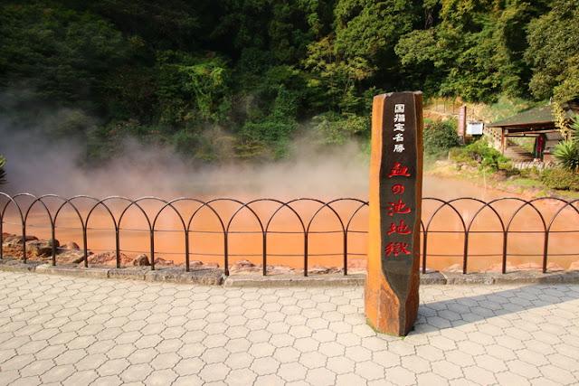 Wisata Alam Onsen Merah Chi No Ike Jigoku Jepang