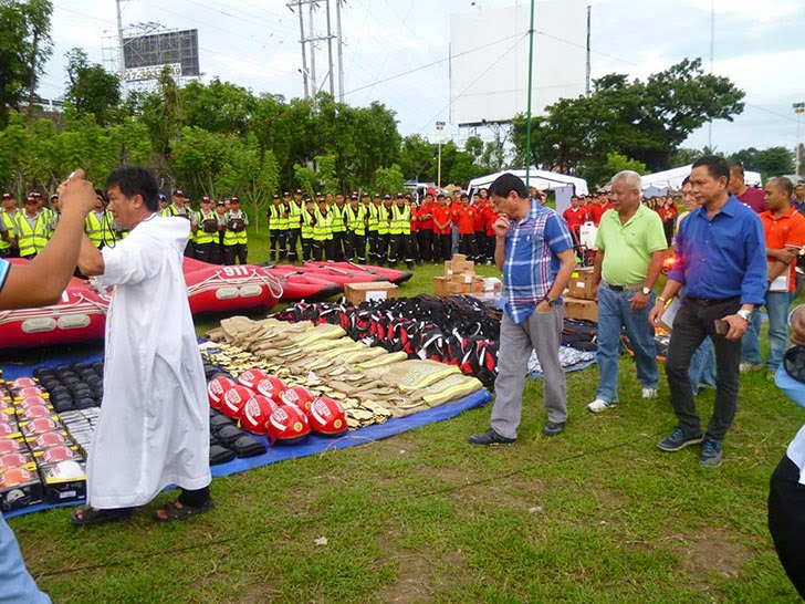 Duterte Turns Over Equipment To Davao 911