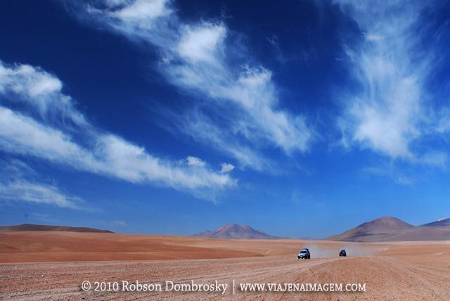 expedição com veículo 4x4 no deserto da bolivia