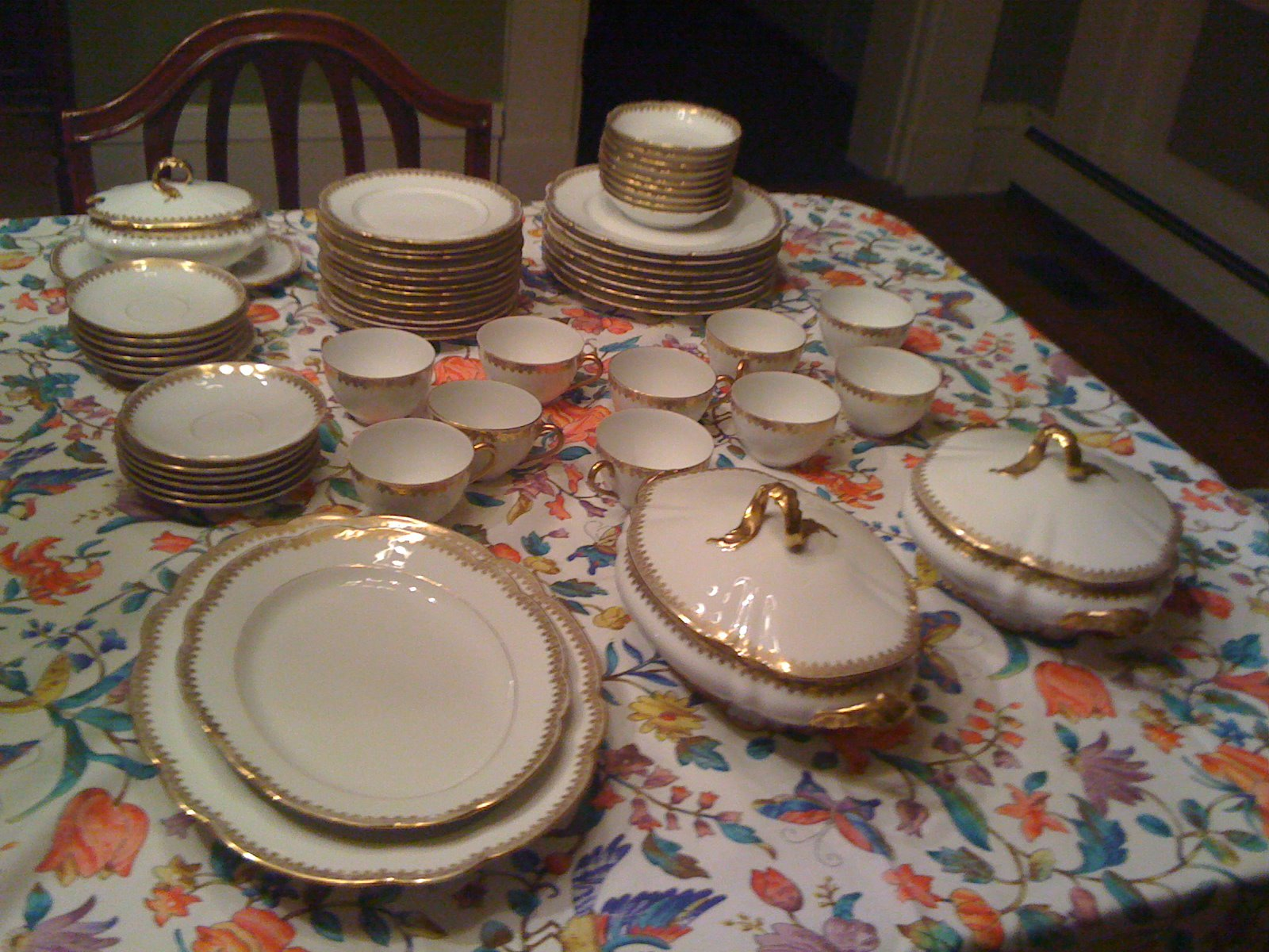 Amelie\'s Farmhouse: Dinnerware