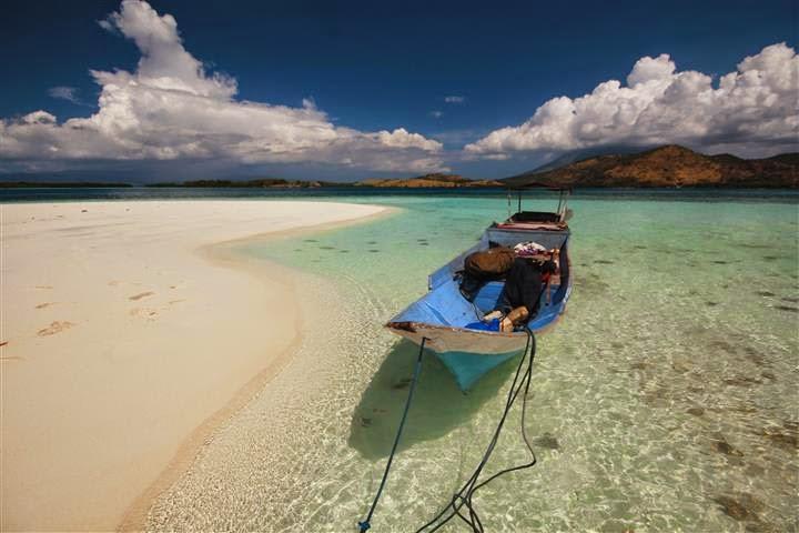 Pantai Pasir Timbul Pulau Mekko