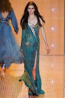 екстравагантна рокля с вързанки на Versace