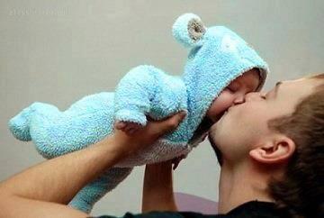 تحذير تقبل طفلك 1236613_222040387952