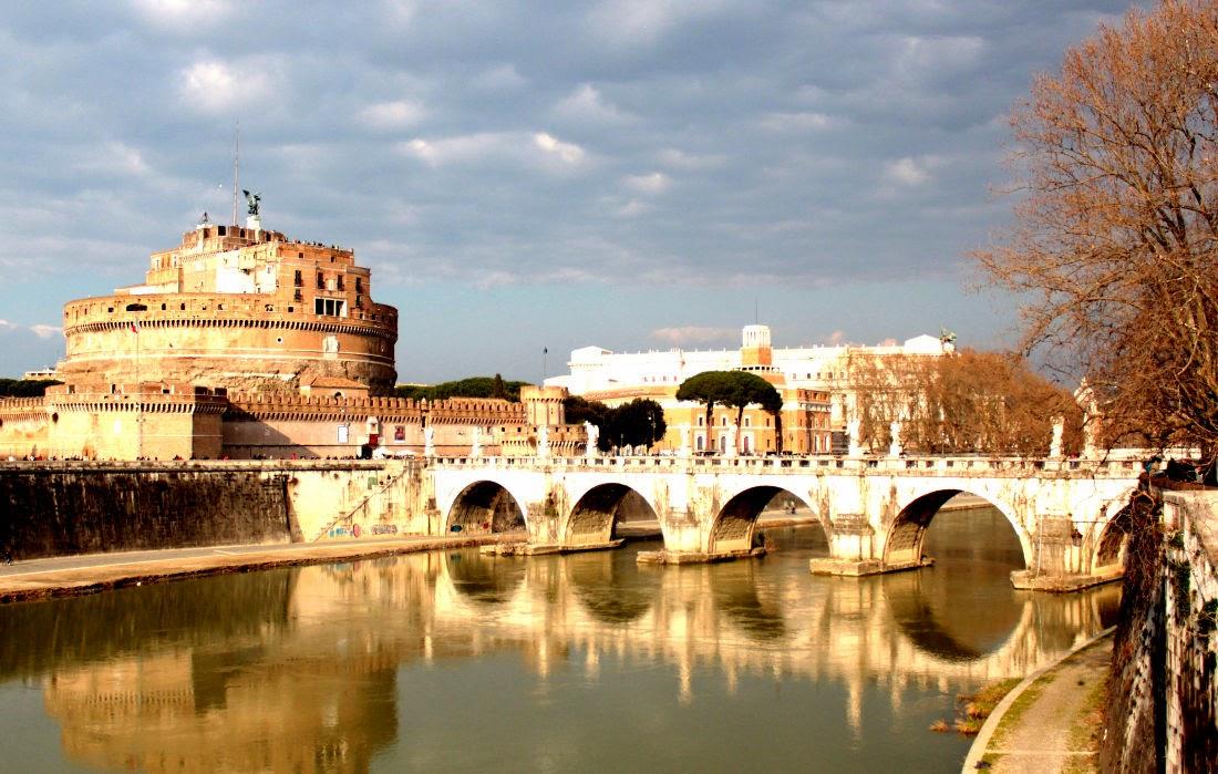 Una veduta di Castello e Ponte S.Angelo
