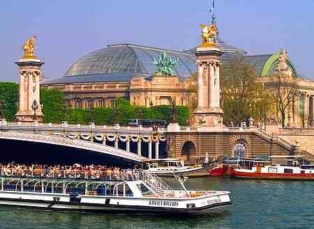 seine river cruise in paris tourist places. Black Bedroom Furniture Sets. Home Design Ideas