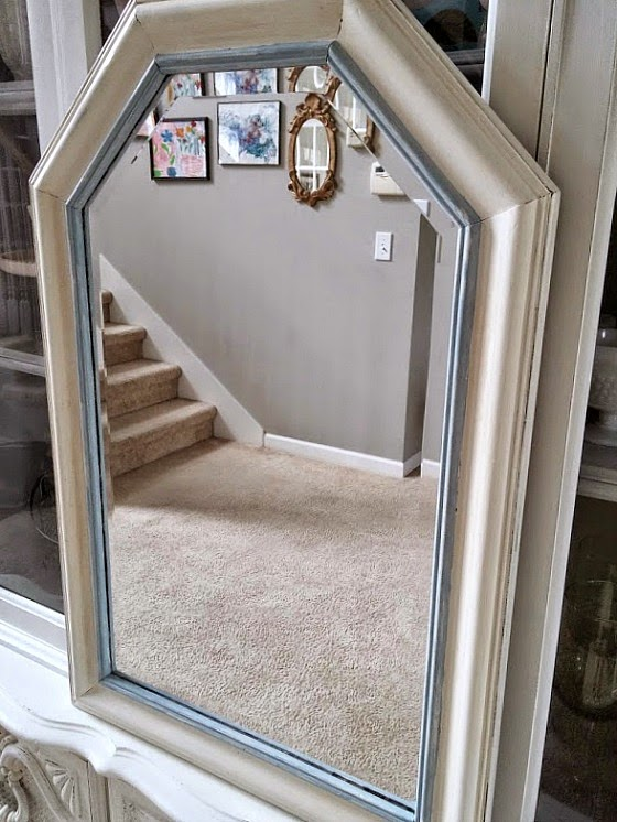 Antiqued Mirror by www.diybeautify.com