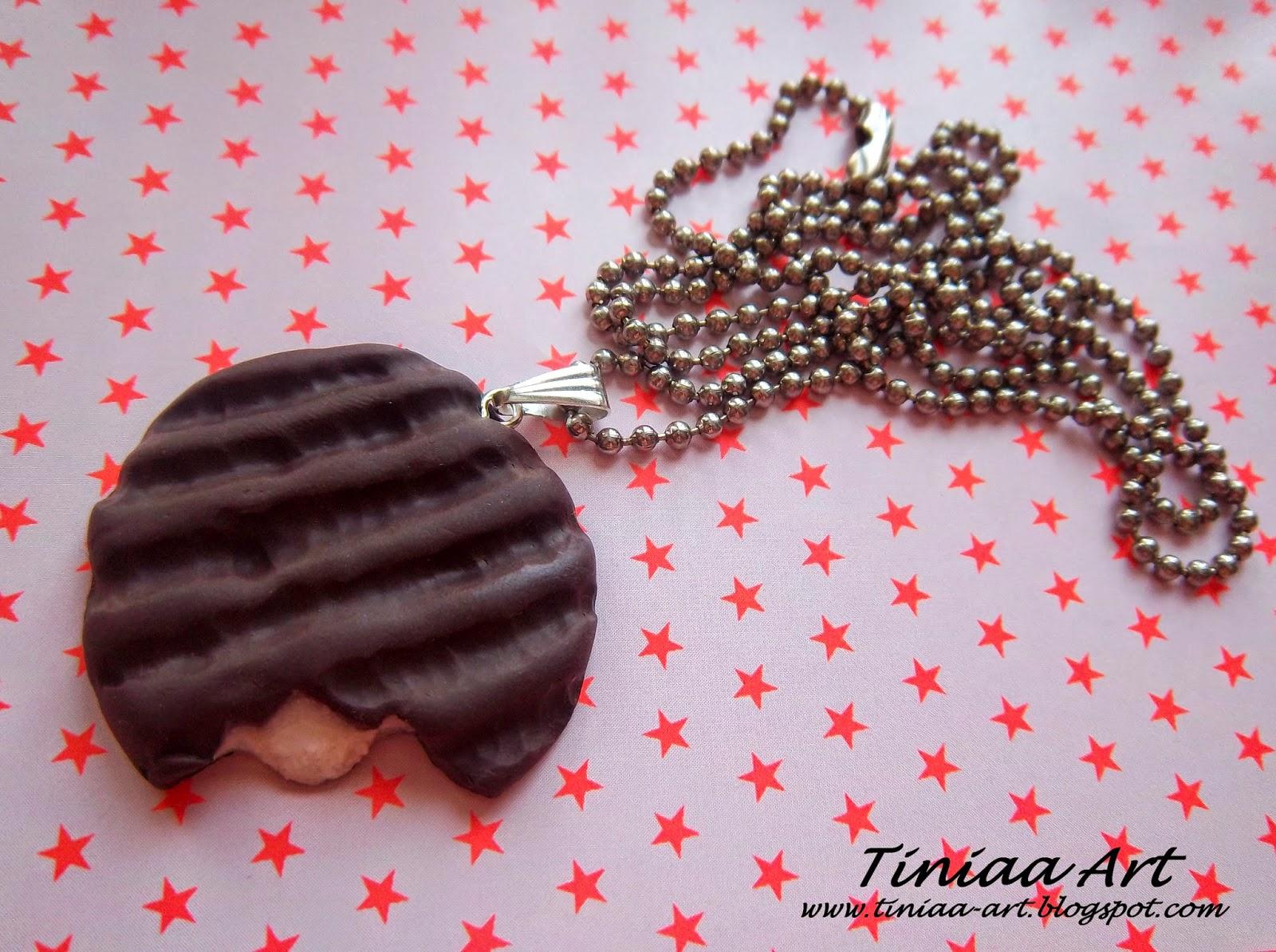 Wisiorek z czekoladką z nadzieniem miętowym