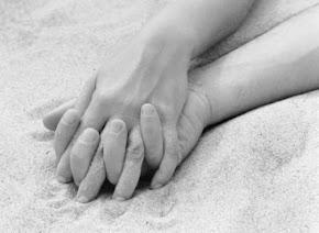 Los espacios entre tus dedos fueron creados para que