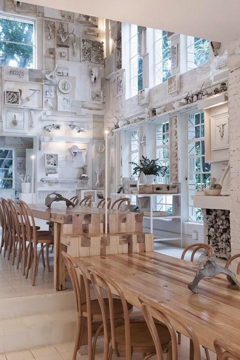 gaya-interior-dan-dekorasi-unik-ribuan-tulang-hewan-di-rumah-makan-Hueso-008