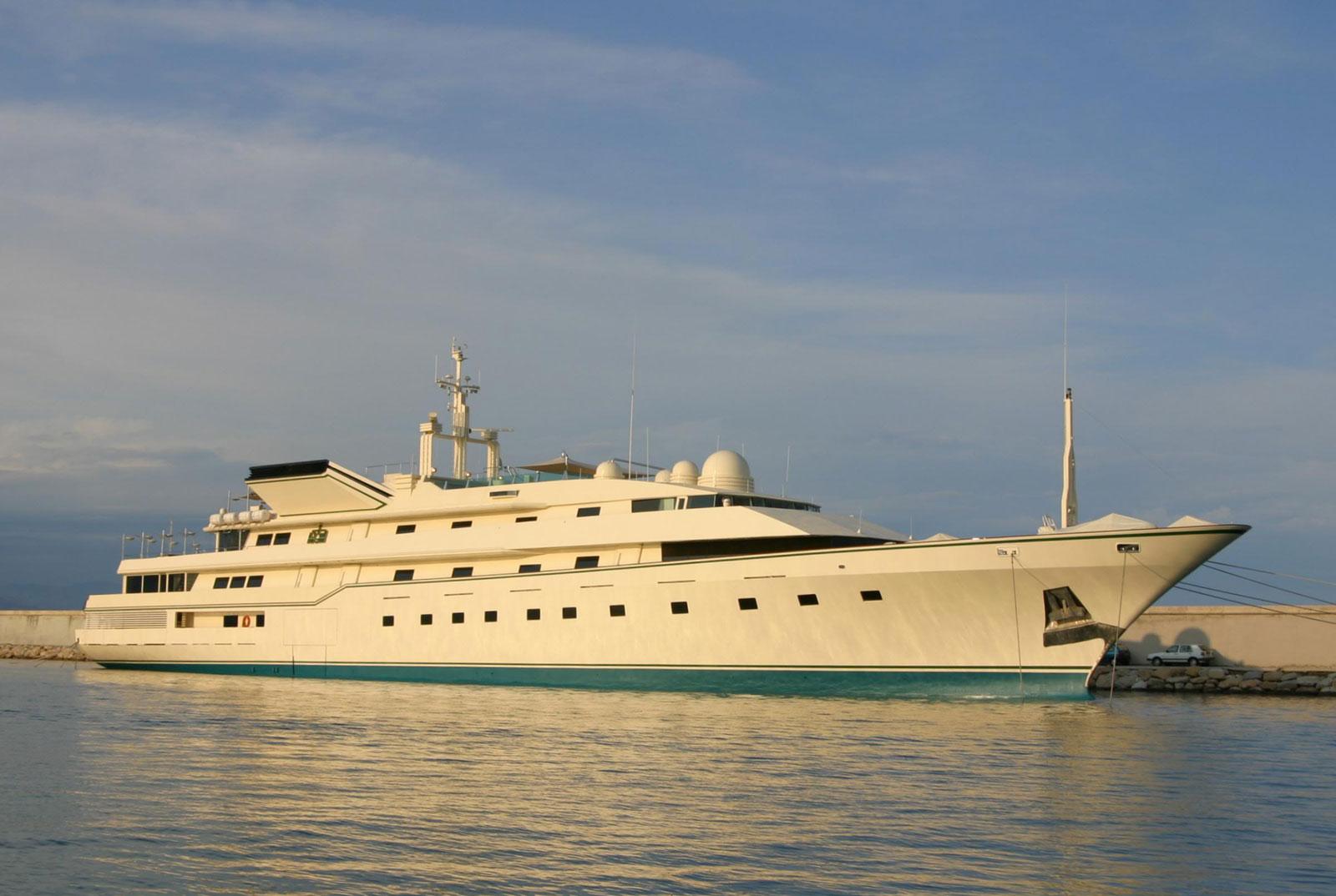 Megayacht KINGDOM 5KR Starboard
