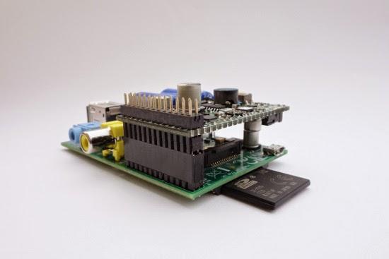 Capacitor abaixo da placa, com elevação no header GPIO