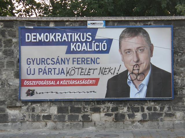 Gyurcsány Ferenc, plakát, óriásplakát, köztéri reklám, vizuális környezetszennyezés, politikus, VIII. kerület, Józsefváros, Budapest, Orczy kert