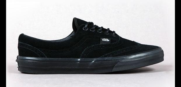 Modelo básico, preto de camurça da marca Vans (Foto: Reprodução)