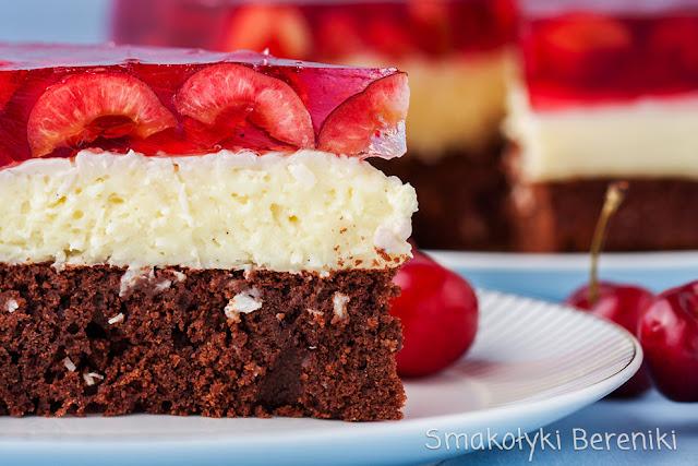 Ciasto czekoladowe z kokosem i owocami