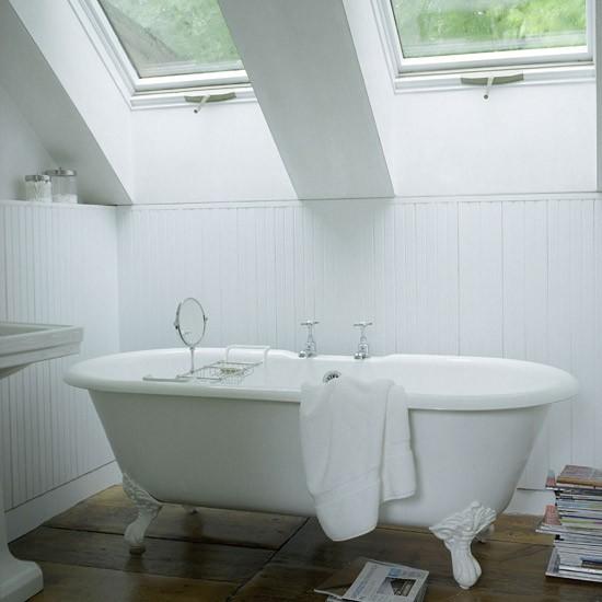 Интерьер и дизайн маленькой ванной комнаты с окном
