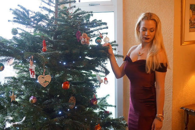 nye outfit, nye with boohoo, new years eve with boohoo, nay velvet off the shoulder midi dress, maisie cage ghillie tie heels, nye outfit idea, hannah rose, hanrosewilliams, fashion blogger,