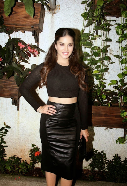 Sunny Leone Looks Super Sexy In Black Dress At Film 'Ek Paheli Leela'