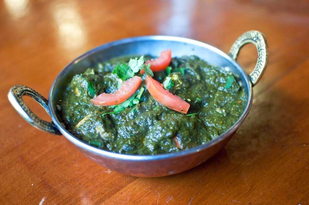 http://recipes.sandhira.com/chicken-saag-keema.html