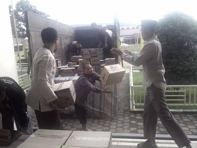 yayasan arrisalah alkhairiyyah menurunkan bantuan peduli muslim rohingya