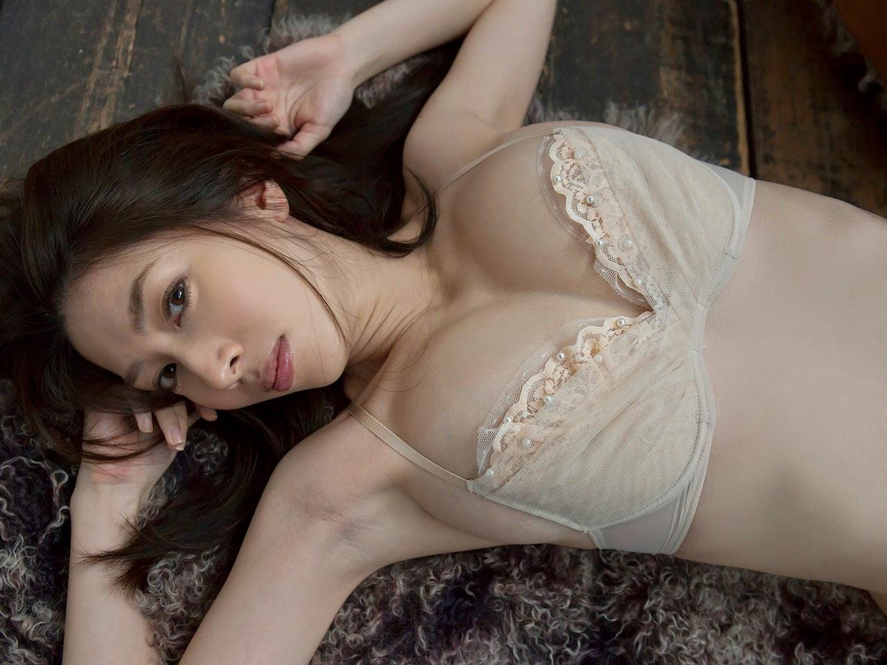 Idol Emi Kobayashi phim heo tạo dáng hấp dẫn 2