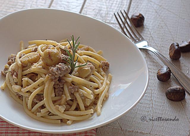 Pasta spezzata al sugo di castagne e salsiccia ricetta golosa