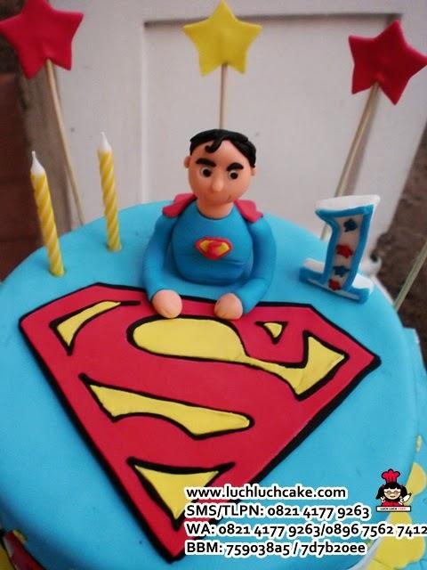 kue tart ulang tahun superman