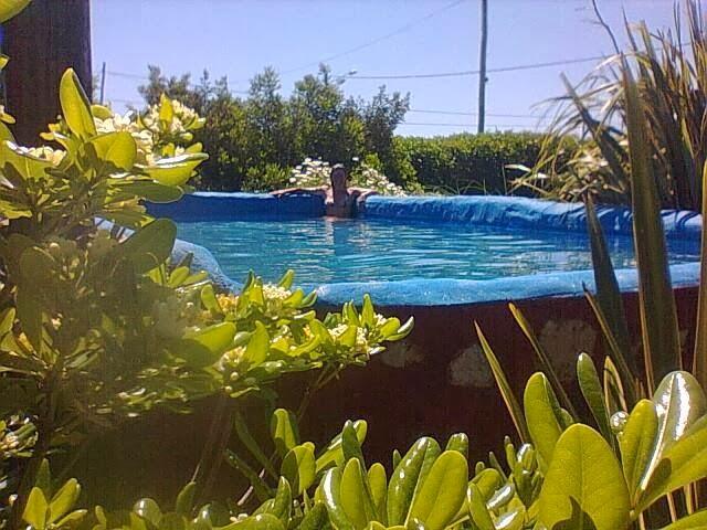 Alquiler de caba a en chapadmalal piscina con deck for Piscinas en altura