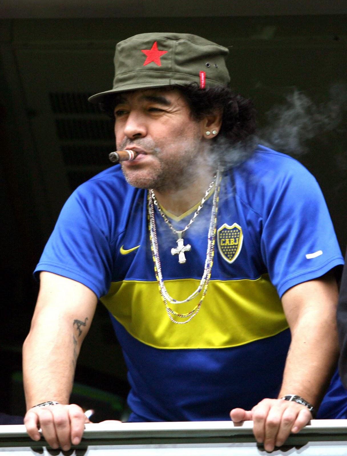 http://1.bp.blogspot.com/-DOxywL0j6lQ/Tts6YjYGQaI/AAAAAAAAFmM/dE7jyw_I68Q/s1600/diego-armando-maradona-03.jpg
