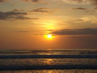 Pesona Pantai Purnama