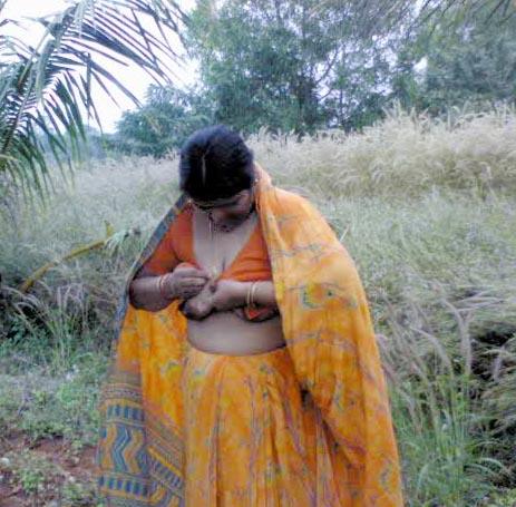 Desi Village Aunty Blouse Less Back Photos
