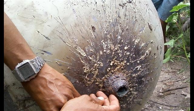 Extraña esfera metálica cae en el Brasil, febrero 2012, quizás tanque de hydracina