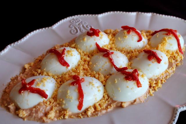 Huevos rellenos de atún y salsa rosa (sin lactosa)