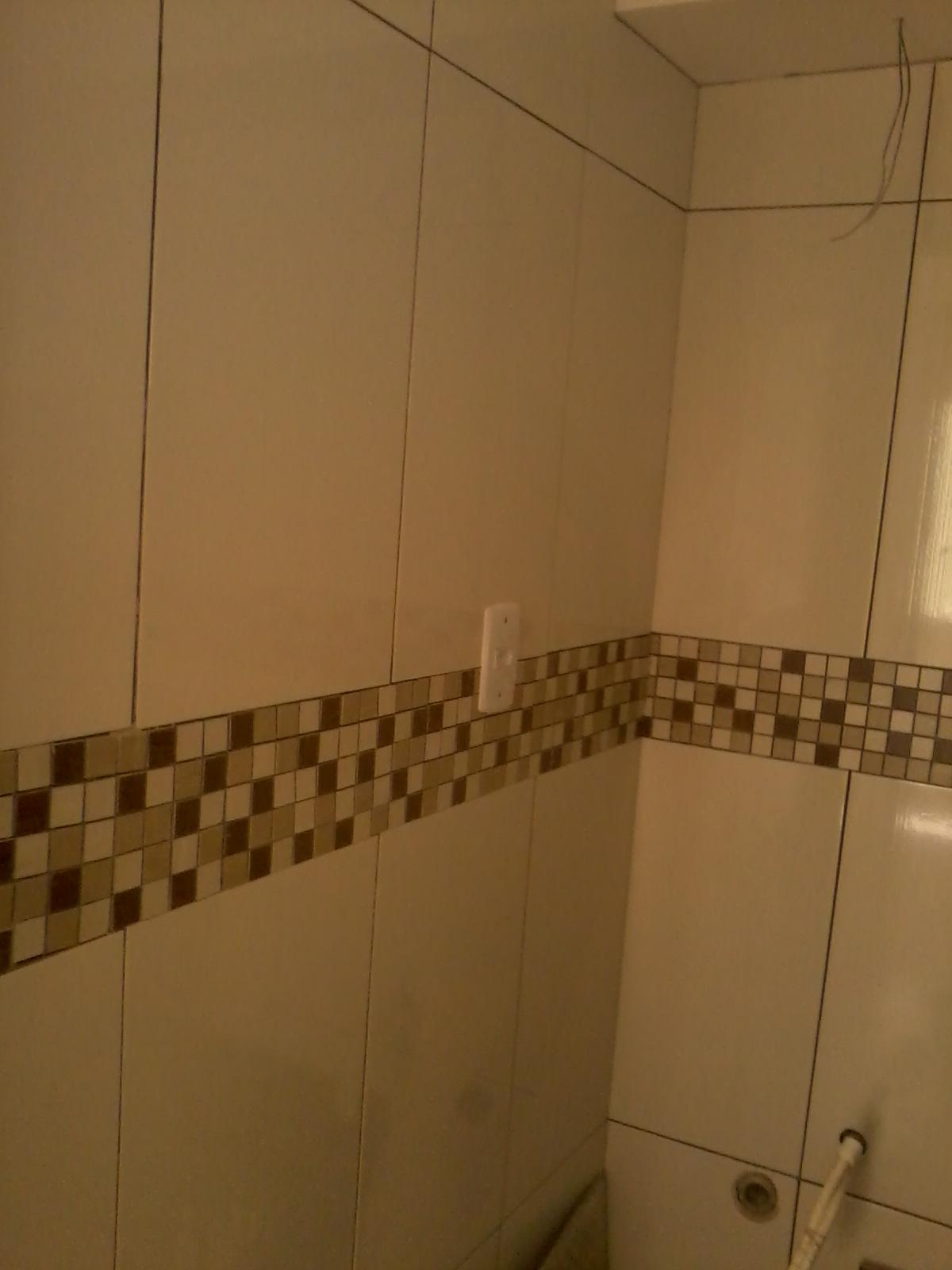 PRIMEIRO APARTAMENTO EM REFORMA cozinha e banheiro pastilhas& -> Banheiro Com Faixa De Pastilha Vertical