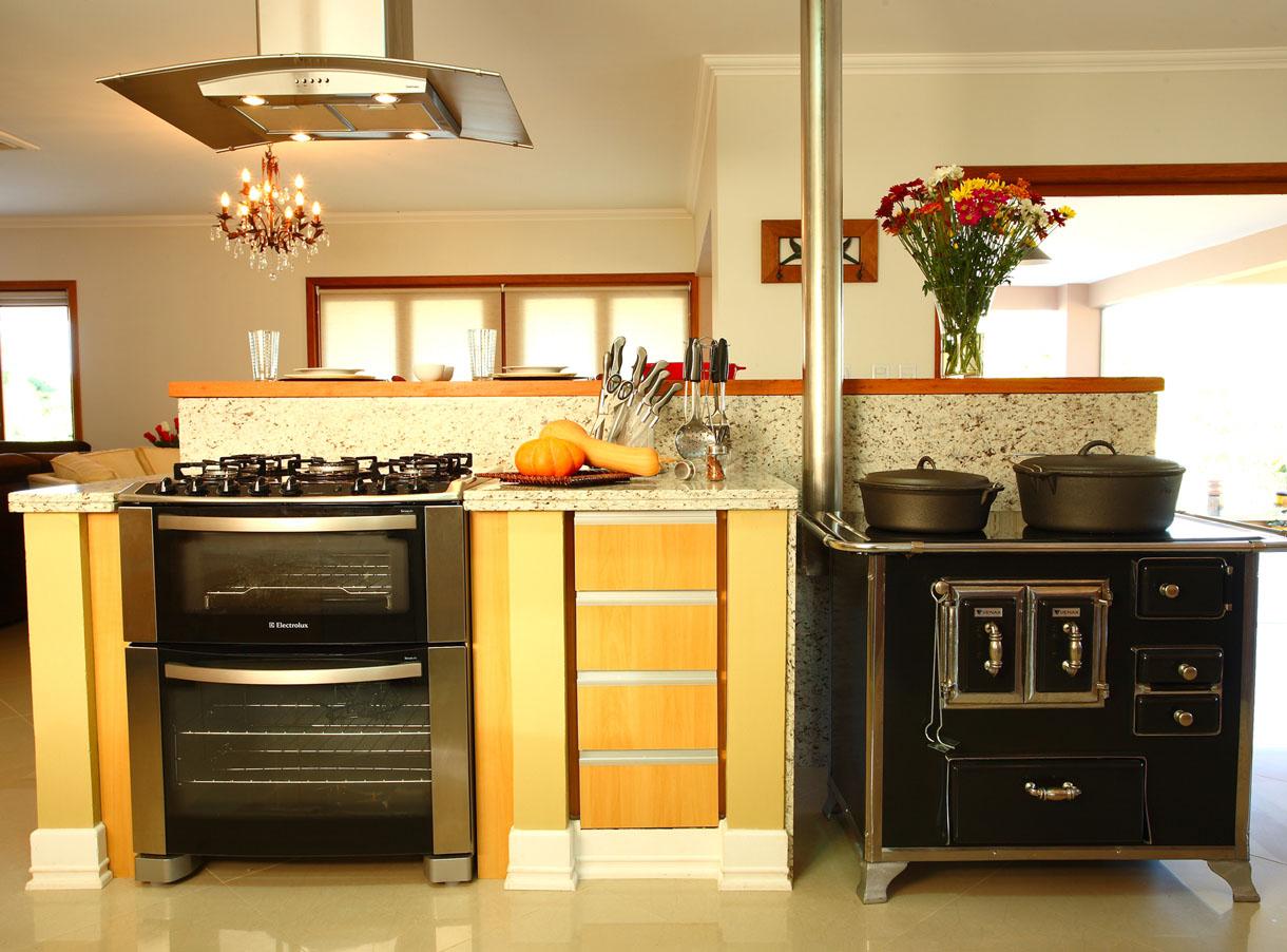 Bistrô da Praça: Cozinhas com fogão a lenha #C68605 1220 902