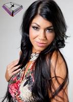 la bella peli crespa de la WWE Rosa Mendes, los risos de la modelo y luchadora profesional Rosa Mendes