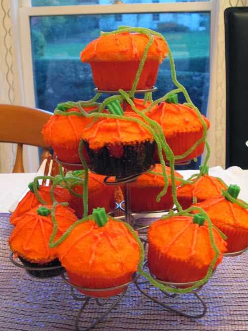 pumpkin decorated cup cakes