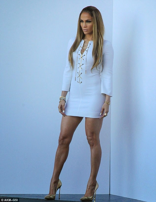 Jennifer Lopez was dressed like a sexy Greek Goddess