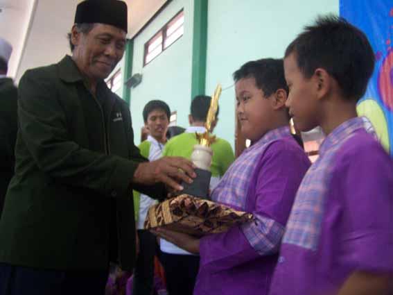 Foto Juara Kompetisi Anak Soleh Sidoarjo