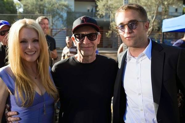 21 Diciembre - Bonita foto de Julianne, David y Rob en el set de Maps To The Stars!!! Julianne%2C%2BDavid%2By%2BRob