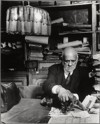 Brassai -Ambroise Vollard dans son bureau avec son chat,1934