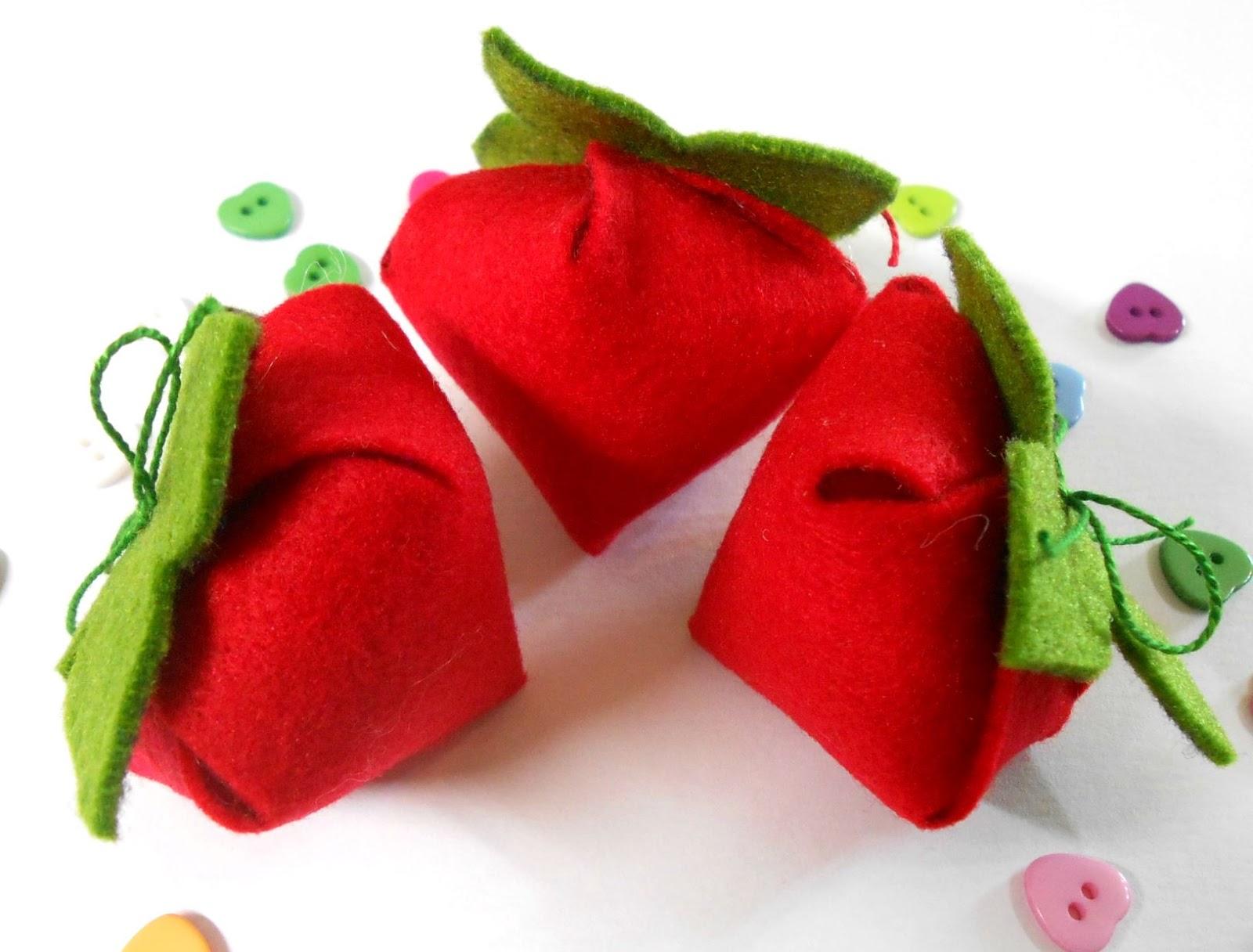 ягоды из фетра