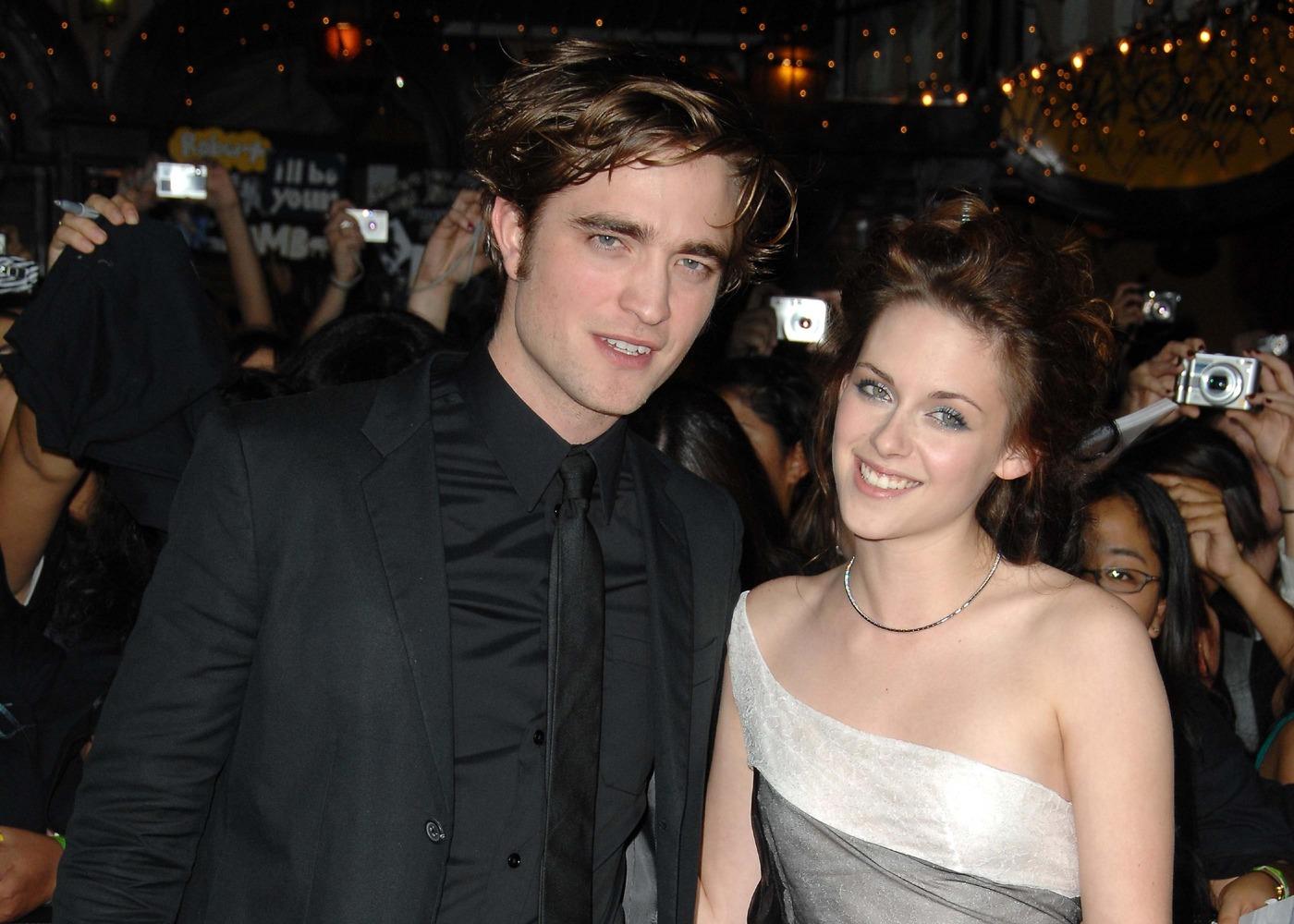 http://1.bp.blogspot.com/-DQZg00ZpDa4/Tg_kvT0OiiI/AAAAAAAAADk/nGCDvFuaqs0/s1600/Robert-Pattinson-Kristen-Stewart.jpg