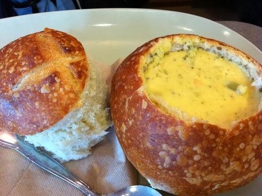 Fit&FruGirl: Skinny Broccoli Cheddar Soup