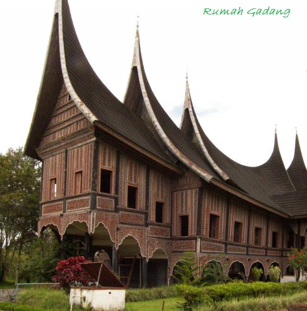 Rumah Gadang - Rumah Adat Minangkabau Sumatera - Raja Alam Indah