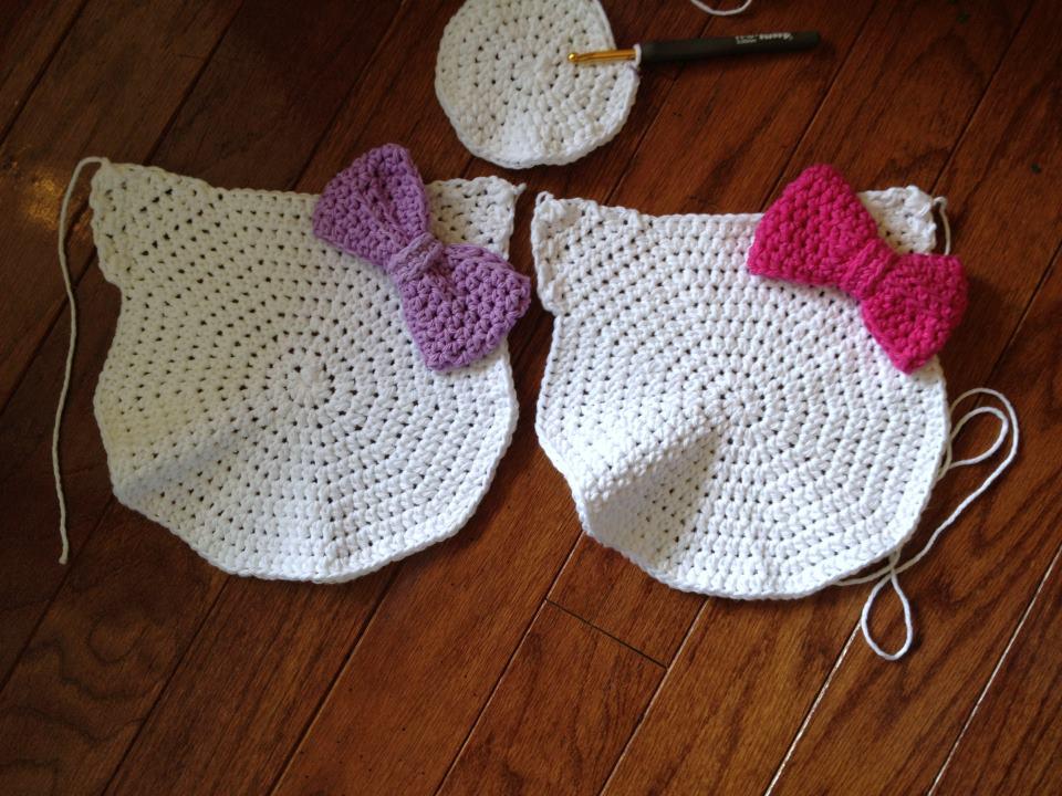 hello+kittyli+%C3%A7anta Hello Kitty Örgü Çanta Yapımı
