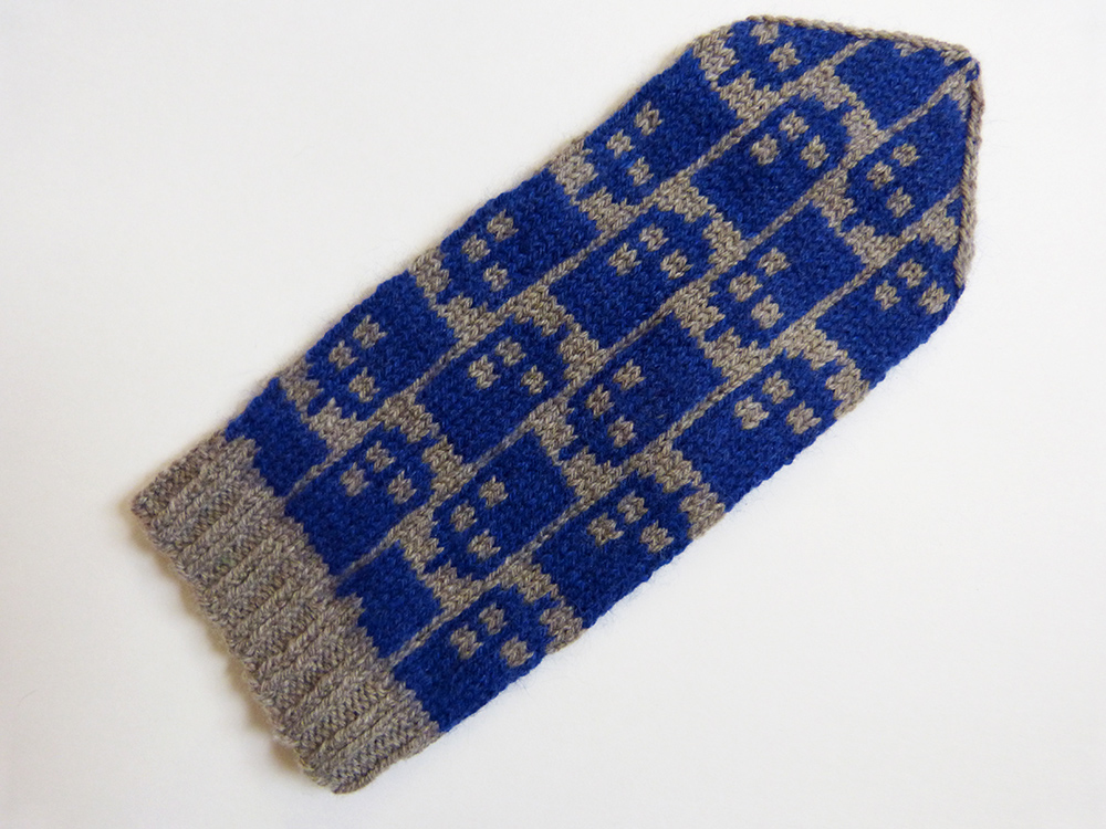 Dr Who Knitting Pattern : spillyjane knits: Police Box Mittens