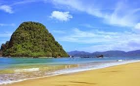 Daftar Tempat Wisata di Banyuwangi yang Terkenal - Pulau Merah