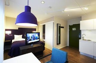 Las Vegas Hoteliers, Hotel Finn's Bloggers Job Something To Consider