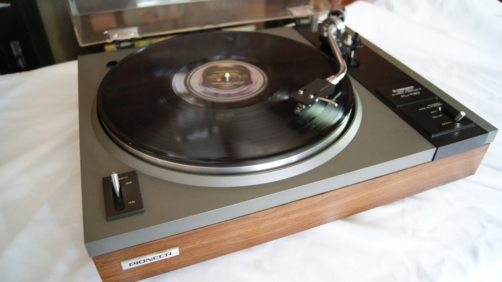 audioless winnipeg group pioneer pl 112d turntable. Black Bedroom Furniture Sets. Home Design Ideas