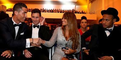 Ekspresi Messi Saat Istrinya Bersalaman Dengan Ronaldo